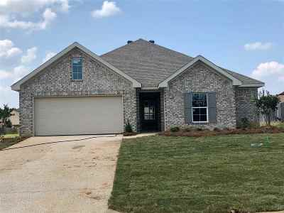 Single Family Home Contingent/Pending: 105 Beechwood Cir