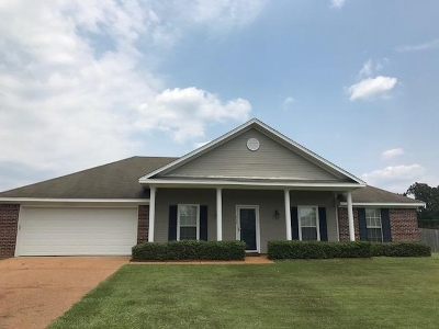 Florence Single Family Home Contingent/Pending: 713 Southern Oaks Dr.