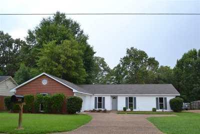 Ridgeland Single Family Home Contingent/Pending: 143 McCormack Dr