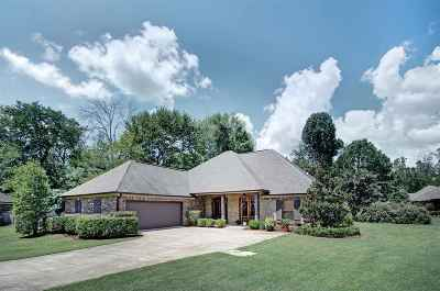 Madison Single Family Home For Sale: 108 Dogwood Hollow
