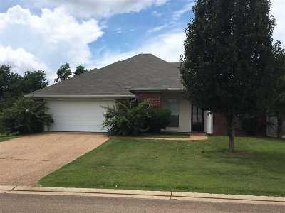 Pearl Single Family Home For Sale: 639 Oak Ridge Way