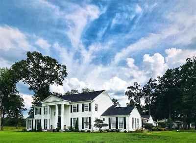 Scott County Single Family Home For Sale: 1951 E Third St