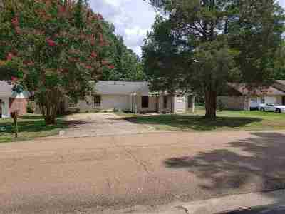 Brandon Single Family Home Contingent/Pending: 217 Shenandoah Rd