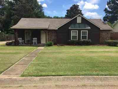 Ridgeland Single Family Home Contingent/Pending: 161 McCormack Dr