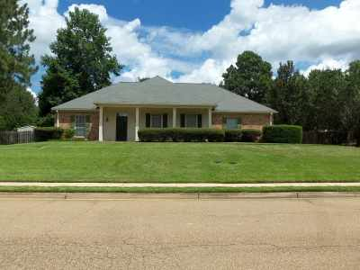 Madison Single Family Home For Sale: 105 Greenbriar Dr