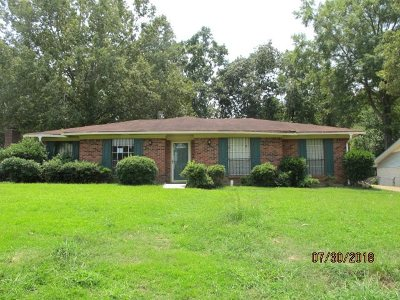 Single Family Home Contingent/Pending: 1423 Sleepy Hollow Dr