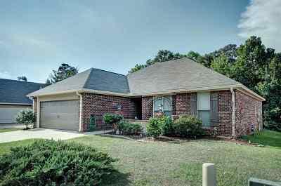 Brandon Single Family Home For Sale: 315 Azalea Ct