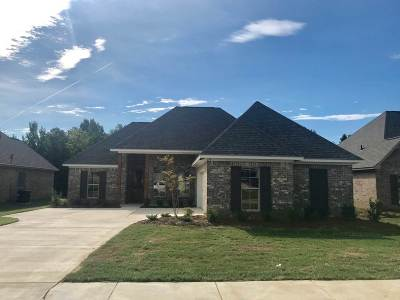 Canton Single Family Home For Sale: 114 Woodscape Dr