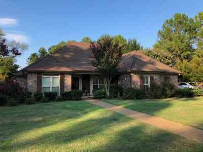 Madison Single Family Home For Sale: 252 Woodland Brook Dr