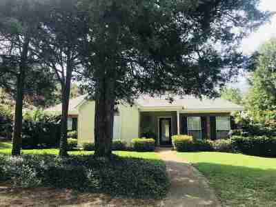 Madison Single Family Home Contingent/Pending: 601 Hedgerow Cv
