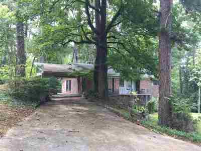 Single Family Home For Sale: 211 Oak St