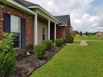 Byram Single Family Home Contingent/Pending: 302 Jeremy Cv