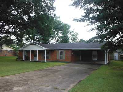 Single Family Home Contingent/Pending: 210 Massey Cir