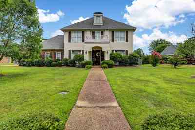 Pearl Single Family Home Contingent/Pending: 676 Country Place Dr