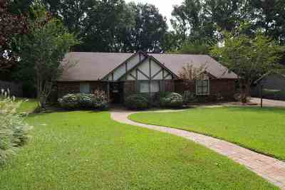 Clinton Single Family Home For Sale: 118 Longwood Dr