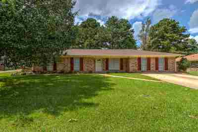Pearl Single Family Home Contingent/Pending: 528 Black Oak Cir