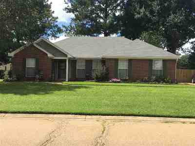 Florence Single Family Home Contingent/Pending: 657 Southern Oaks Dr.