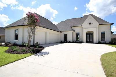 Flowood Single Family Home For Sale: 1006 Sapphire Xing