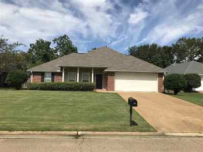 Flowood Single Family Home For Sale: 131 Evergreen Way