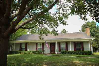 Madison Single Family Home For Sale: 206 Meadowlane Dr