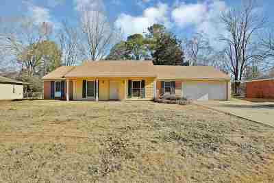 Clinton Single Family Home Contingent/Pending: 1403 Tanglewood Dr