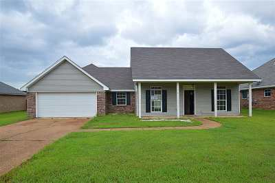 Rankin County Single Family Home Contingent/Pending: 106 Cherry Laurel Cir