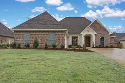 Madison Single Family Home For Sale: 124 Stone Creek Dr