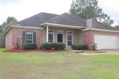 Rankin County Single Family Home Contingent/Pending: 410 Pinebrook Cir