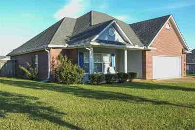 Carthage Single Family Home For Sale: 409 Chenoa Ave