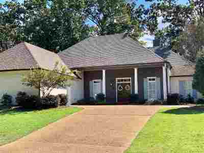 Madison Single Family Home For Sale: 261 Woodland Brook Dr