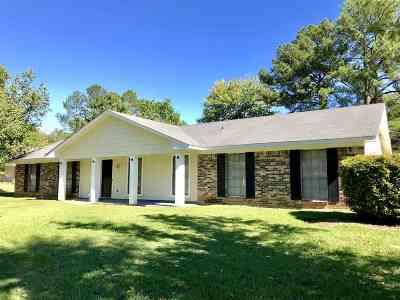 Ridgeland Single Family Home Contingent/Pending: 707 McCormack Ct