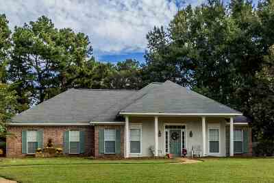 Madison Single Family Home For Sale: 120 Saddle Cv
