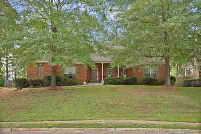 Brandon Single Family Home For Sale: 404 Woodlands Cir