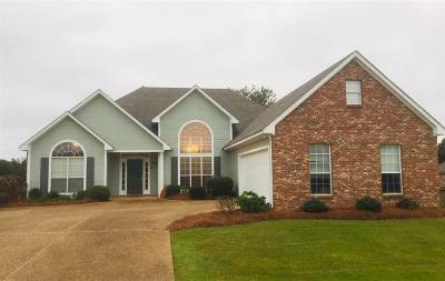 Pearl Single Family Home Contingent/Pending: 998 Clubhouse Dr
