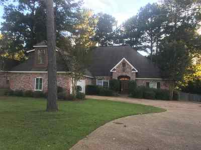 Madison Single Family Home For Sale: 157 Woods Crossing Blvd