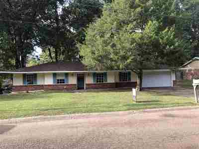 Clinton Single Family Home For Sale: 1006 Dogwood Dr