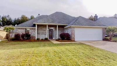 Brandon Single Family Home For Sale: 660 Parker Pl