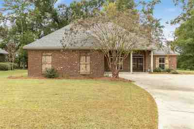 Single Family Home Contingent/Pending: 105 Marsha's Way