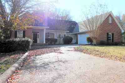 Madison Single Family Home For Sale: 116 Cross Creek Dr