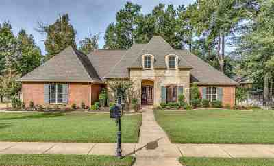Madison Single Family Home For Sale: 409 Laural Court