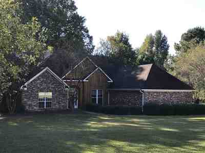 Madison County Single Family Home For Sale: 141 Normandy Cir