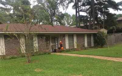 Clinton Single Family Home For Sale: 100 Abby Oak Dr