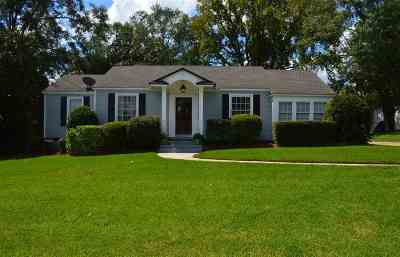 Single Family Home For Sale: 318 Mary Ann Dr