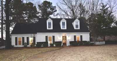 Pearl Single Family Home Contingent/Pending: 710 Country Place Dr