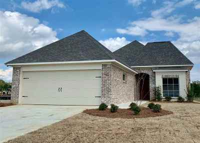 Madison County Single Family Home For Sale: 300 Candlewood Ct