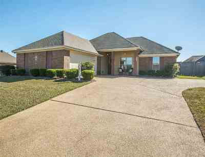Madison Single Family Home Contingent/Pending: 163 Lakeway Dr
