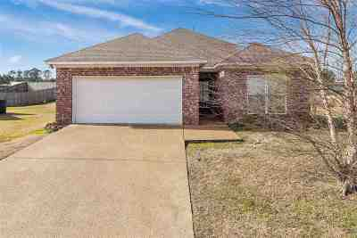 Pearl Single Family Home Contingent/Pending: 203 Sycamore Ct