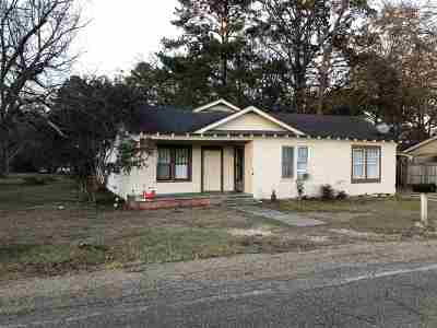 Scott County Single Family Home Contingent/Pending: 312 E Fourth St