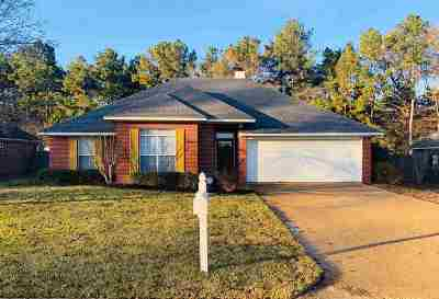 Pearl Single Family Home Contingent/Pending: 107 River Ridge Pkwy