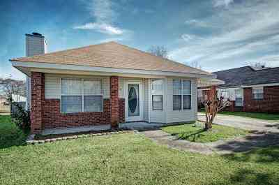 Pearl Single Family Home Contingent/Pending: 218 Village Cv